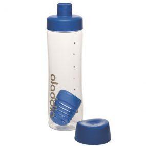 בקבוק למים עם פרי כחול